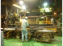 ゴム製品の機械へのセット作業