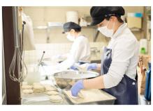 人気精肉店での食肉加工やお惣菜の製造