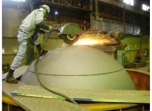 大型鋳物製品の仕上げスタッフ