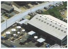 工場内での荷受検査と処理作業