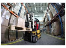 フォークリフトによる運搬及び、入出庫作業