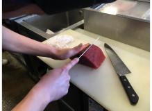 回転寿司店での調理及び、接客(動画有り)