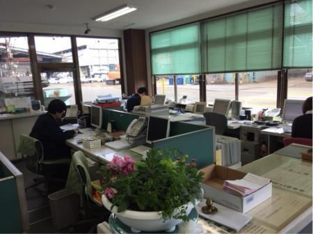 正社員・高収入で働ける①ヤード内作業スタッフ ②事務所内での管理業務スタッフ