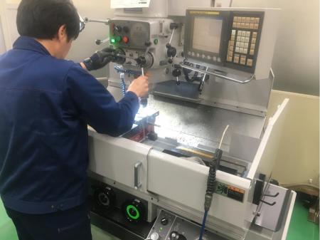 コネクタ関係の自動機部品、金型部品の製作(動画有り)