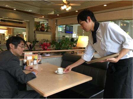 県外・国外のお客様との一期一会が楽しめる!空港内レストランでのキッチン・ホールスタッフ
