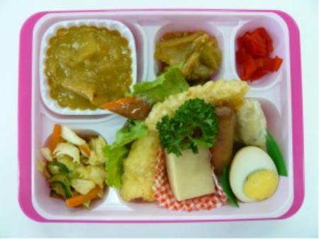 朝食・昼食無料♪工場内軽作業(お弁当の盛り付け、カンタンな調理)