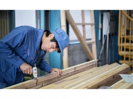 未経験からスタートできる木製品の機械加工オペレーター