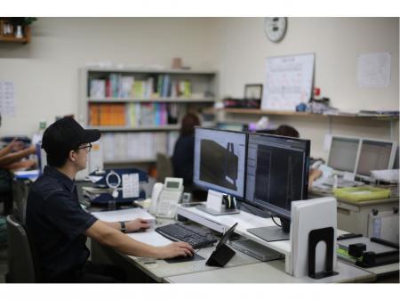 鞆町の鉄工所でCADなどを使いながらお客様対応する仕事