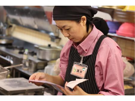 I、Uターン、未経験者歓迎!惣菜店での店長候補と調理、接客の正社員のお仕事!!