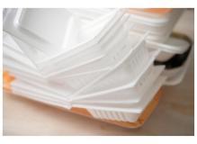 食品トレーの検品・包装・箱詰め作業