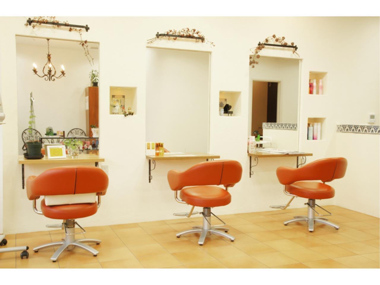 プライベートと両立しやすいヘアカラー専門店の美容師
