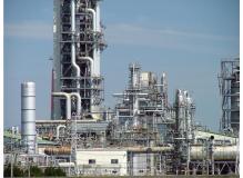 工場内での機械操作や設備保守メンテナンス