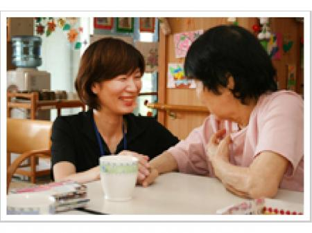グループホーム管理者または介護福祉士