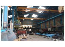 工場内での製品検査や資材管理スタッフ