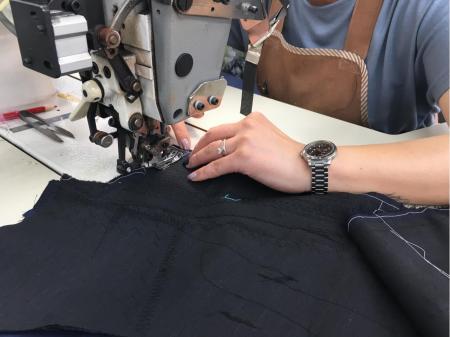 紳士服の製造スタッフ(動画有り)
