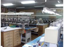 縫製未経験者歓迎の作業風景
