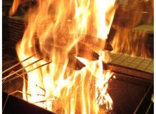 鰹の藁焼きたたきのお店でのホールおよびキッチン