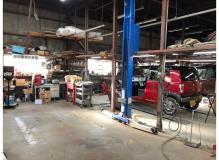 自動車やトラックの整備
