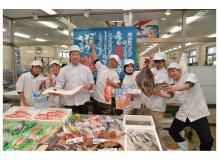 食品スーパー内での魚調理と接客業務(動画有り)