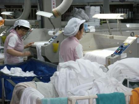 高時給の短期求人!クリーニング工場でのかんたん軽作業(動画有り)