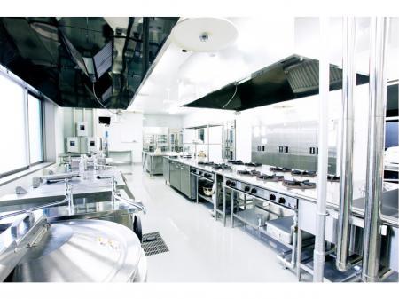厨房設備のメンテナンススタッフ