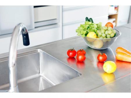 厨房機器の営業スタッフ