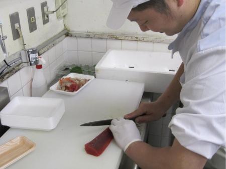 未経験からできるお魚の調理と接客業務(動画有り)