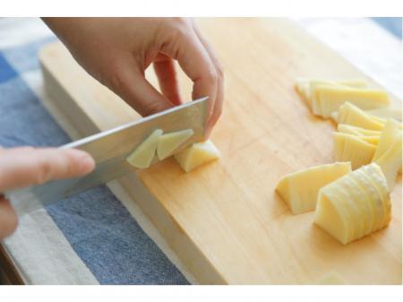 調理前の野菜の水洗い・カット作業