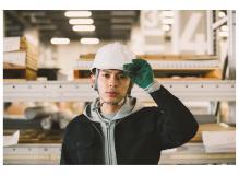 工場内での金属加工・溶接・組立作業