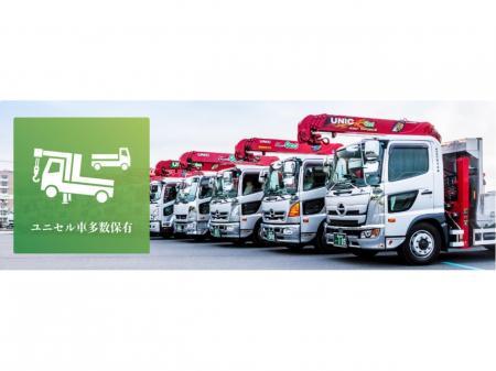 7t積みユニックセルフ車による建築資材や建設機械の運搬業務
