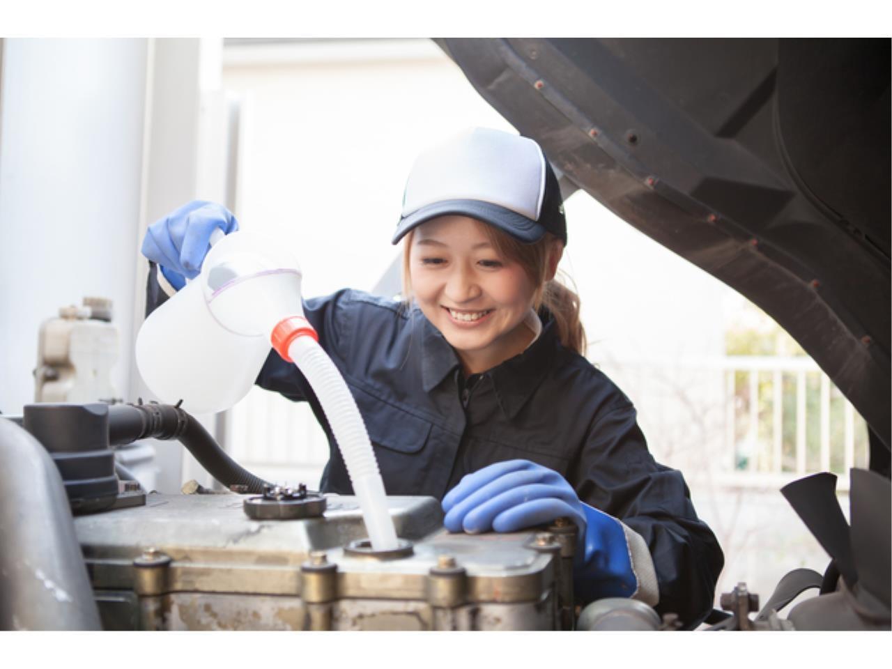 輸入車専門店での自動車整備