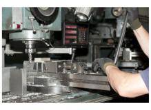 未経験者や中卒者が活躍している町工場での金属部品フライス加工