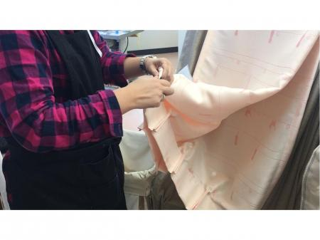 はたらく子育てママや主婦が活躍中の工場内カーテン作りスタッフ