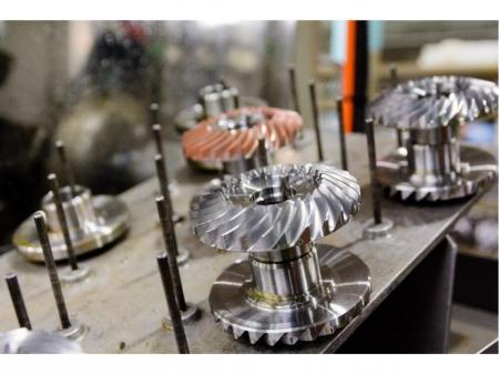 世界を味方にする歯車部品メーカーでの機械加工スタッフ/年間休日118日や充実の福利厚生